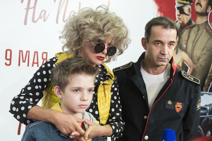 Сын Елисей часто сопровождает родителей во время творческих мероприятий