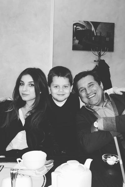 Журналист с дочерью Дарико и сыном Даниилом
