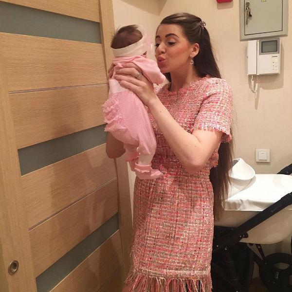 Ольга души не чает в новорожденной дочери