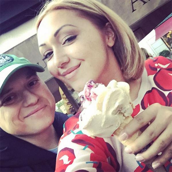 Андрей Гайдулян и его невеста Диана Очилова во время прогулки по Мюнхену