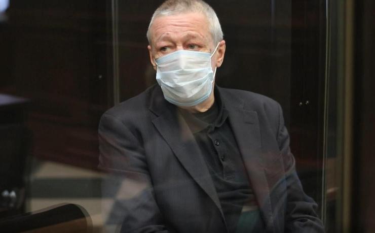 Михаил Ефремов сейчас находится в СИЗО на карантине