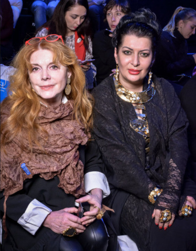 Клара Новикова с подругой