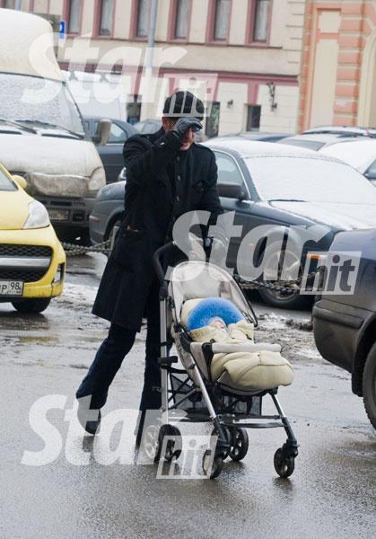 Михаил Боярский - заботливый дедушка