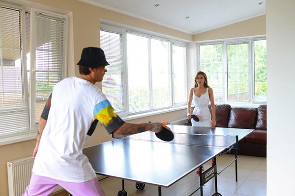 Иногда Влад и Миранда играют в настольный теннис