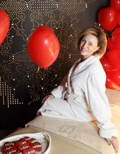 Беременная Алла Довлатова почувствовала праздник в косметическом салоне