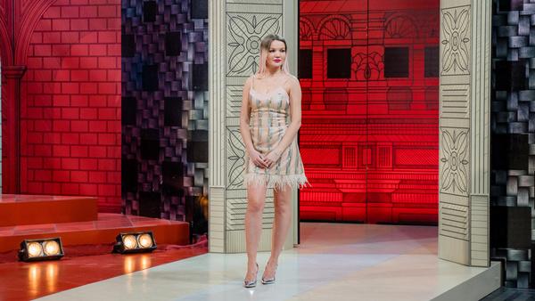 Эксперты «Модного приговора» сделали из дешевой куклы стильную блондинку