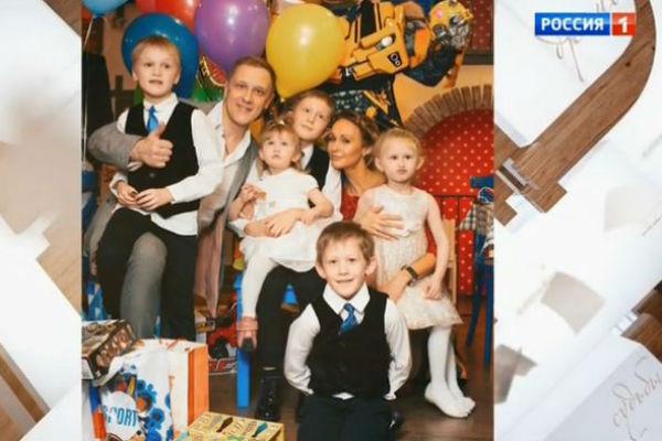 Сергей с Полиной и пятью детьми