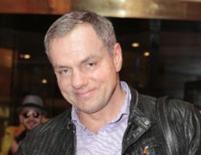 Александр Мохов женился на юной певице