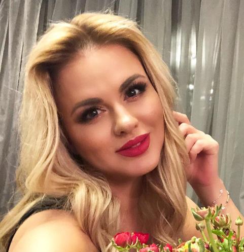 Стори Анна Семенович Голая