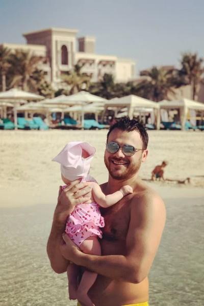 Эмин Агаларов взял в Дубай только младшую дочь