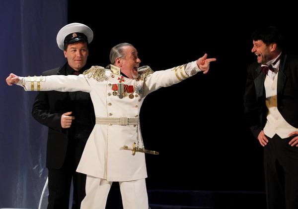 Виталий Логвиновский на сцене Калужского областного драматического театра