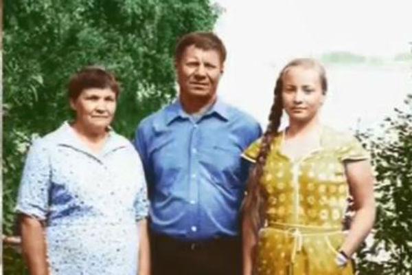 Светлана с родителями, Юрием Васильевичем Пермяковым и Валентиной Иосифовной Пермяковой.