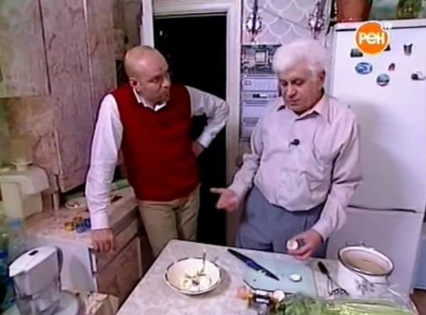 Григорий Шевчук готовит вместе с участником передачи
