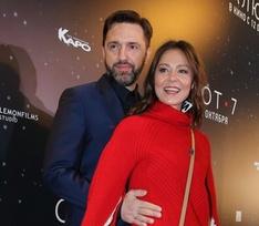 Лядова поддержала Вдовиченкова на премьере космического блокбастера