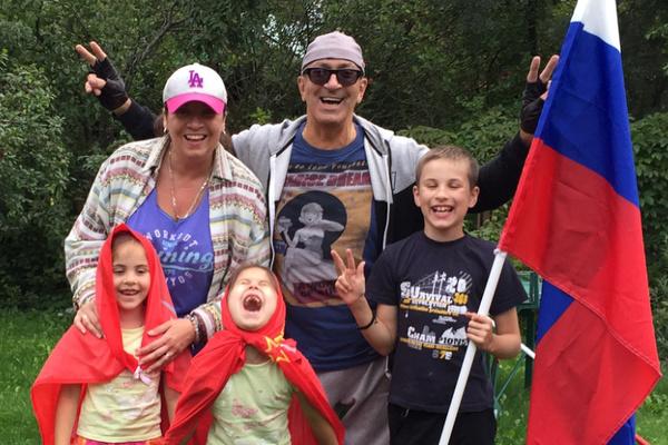 Александр Буйнов обожает проводить время с внуками