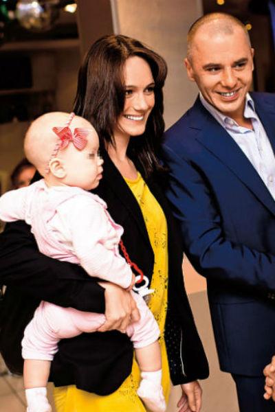 Кристина Бродская с Игорем Петренко и дочкой