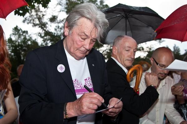 Ален Делон проходит госпитализирован во французскую клинику