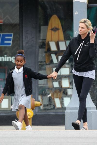 По словам актрисы, ребенок решил носить платья в три года