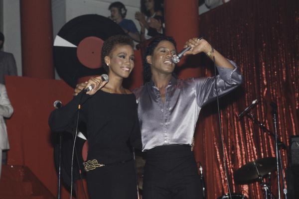 Уитни Хьюстон приписывали роман с братом Майкла Джексона