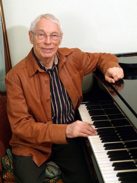 Александр Зацепин не простил певицу за обман