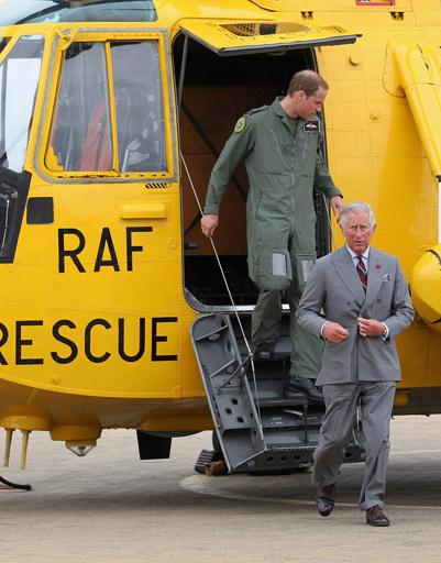 Чарльз и Уильям покидали борт вертолета, довольные друг другом