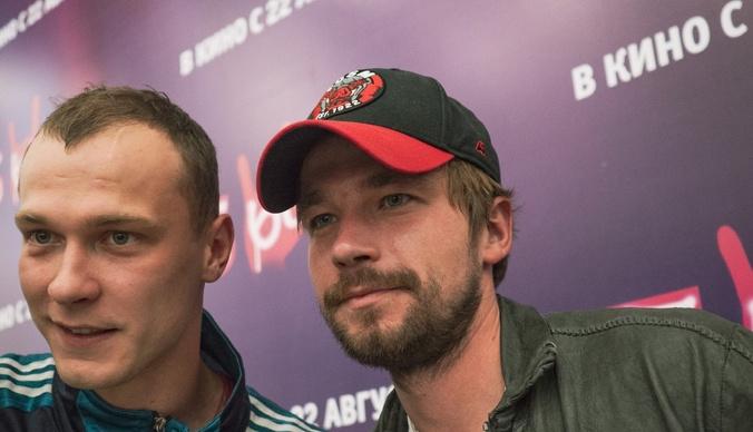 Александр Петров поддержал новую девушку на премьере фильма «Бык»