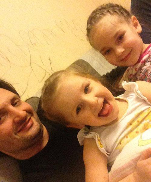 Эдгард с дочками Стешей и Глорией