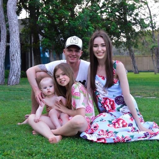 Милана познакомилась со старшей дочерью Тарасова Ангелиной