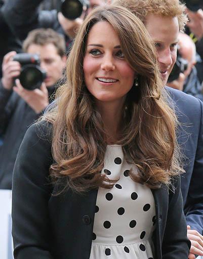 26 апреля. Кейт с супругом и принцем Гарри посетили Warner Brothers Studios