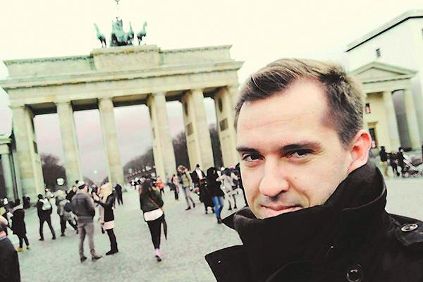 Сегодня Ивану 30 лет — он преуспевающий менеджер по туризму