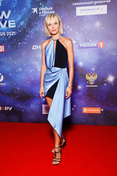 Полина Гагарина появилась в смелом платье