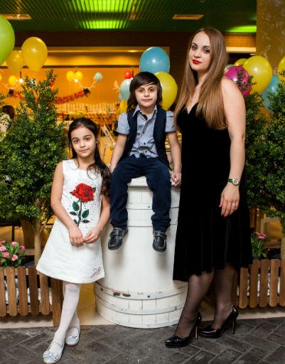 Супруга Александра Бердникова Ольга с детьми