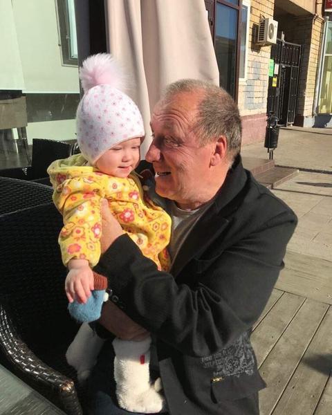 Владимир Александрович любит свою младшую дочь Арину