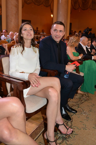 Актер с новой супругой Еленой Лядовой