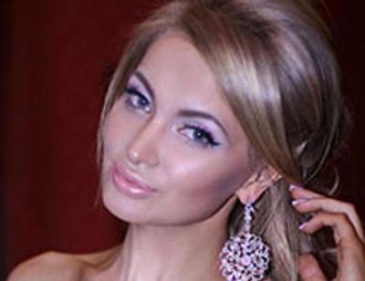 Евгения Феофилактова выдала замуж старшую сестру