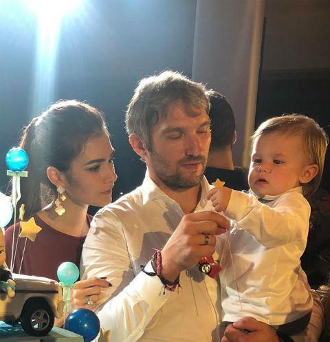 Настасья Шубская и Александр Овечкин с сыном