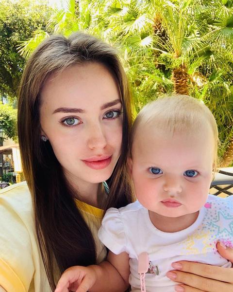 Милана с первых месяцев жизни мелькает в Instagram родителей