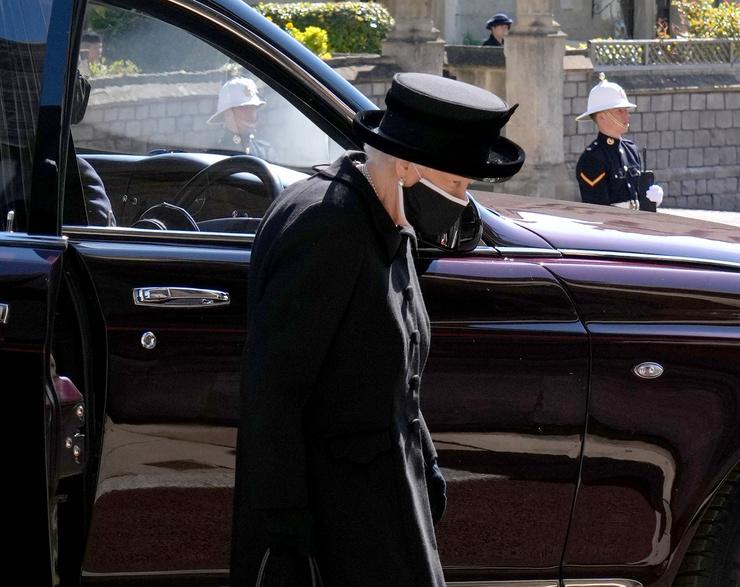 Елизавета II на траурной церемонии