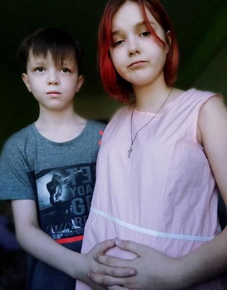 Даша с другом Ваней, который согласился заменить отца ее ребенку