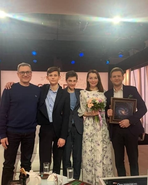 Муж и сыновья пришли на передачу «Судьба человека», гостьей которой стала недавно Наталия