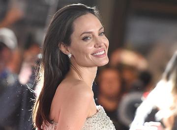 Измены и членовредительство: о чем молчит Анджелина Джоли?