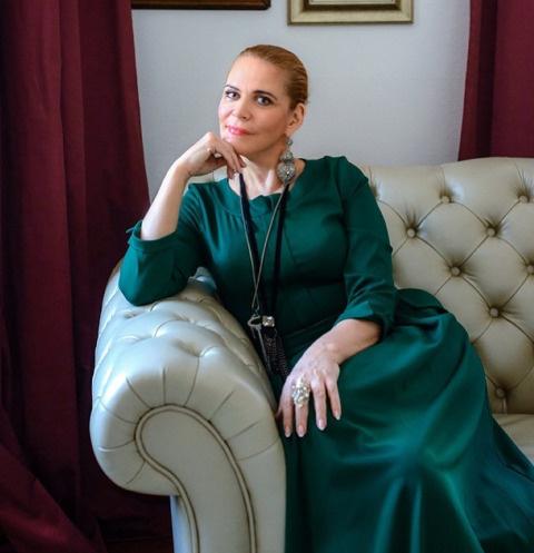 Алена Яковлева: «Общаюсь со всеми своими мужьями»