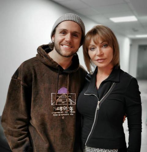 Влад Соколовский с мамой после операции