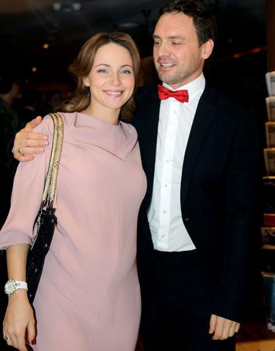 В декабре на премьере фильма «С новым годом, мамы» Анна появилась с прелестным животиком
