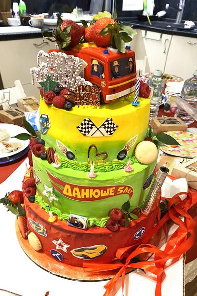 Дане очень понравился торт