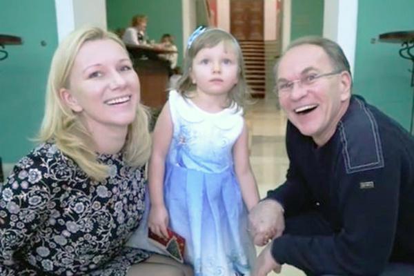 Несмотря на развод, Алексей продолжил общаться с дочерью Натальей