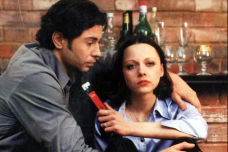 Валерий Николаев крутил романы с двумя партнершами по фильму «День рождения Буржуя»: сначала с Ириной Апексимовой, а потом с сыгравшей сестру главного героя Поверенновой