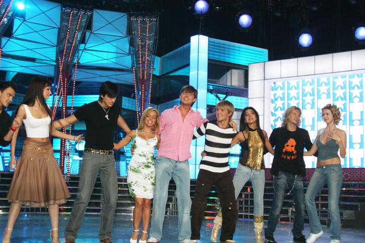 Зара дважды принимала участие в проекте: в 2011-м появилась в шоу «Фабрика звезд. Возвращение»