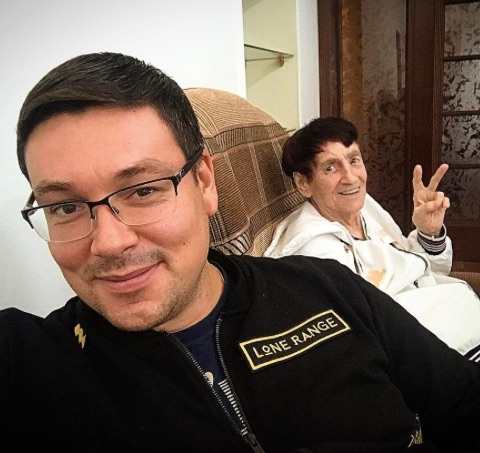 Андрей Чуев из Дома-2 ставит бабушку на ноги