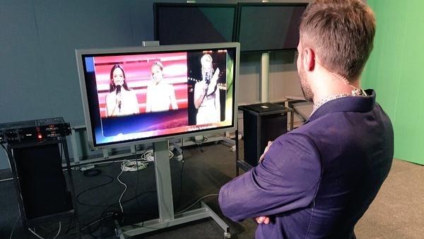 Дмитрий Шепелев смотрит программу со своим участием